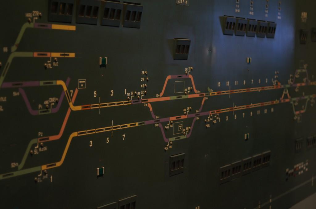 新幹線の制御盤