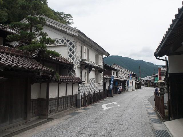 これから向かう勝山の古い町並み